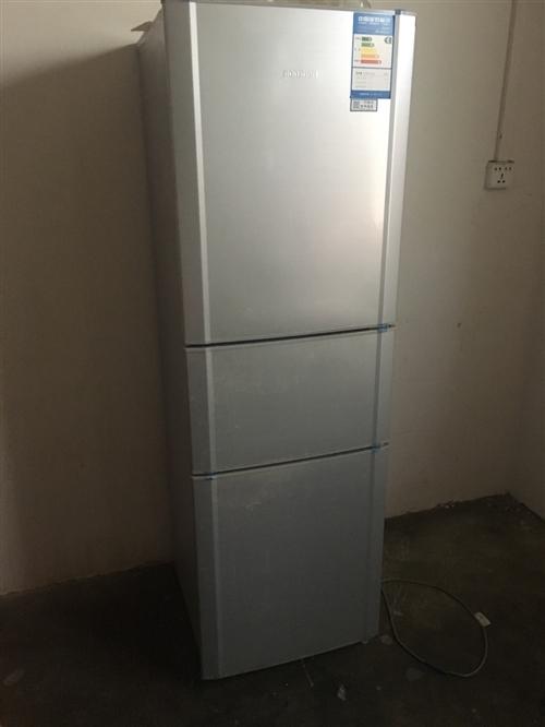 三門BCD-202M/TX6容聲冰箱,使用一年,八成新,城北白楊村,低價轉讓。