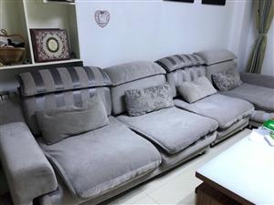 在一木家具城购买的名牌沙发,八成新,现对外出售,有眼缘的朋友可以来咨询,看事物,电话联系136064...