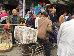 爆料:古宋东门口遍地菜摊寸步难行,何去何从?