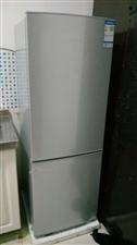 容声冰箱,万家乐热水器,1.2米床两张,1.8米吧台,煤气罐,全新的几乎没有用,现低价处理,联系电话...