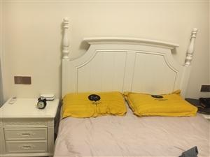 全新的床,买成三千,现在低价转卖,有喜欢的联系我,包括床头柜,全新的哦