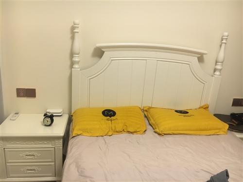 全新的床,買成三千,現在低價轉賣,有喜歡的聯系我,包括床頭柜,全新的哦