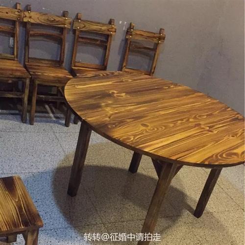 实木9成新1.2米圆桌带转盘、1.2米长桌、1米长桌低价出售,需要的留言货来电咨询价格吧!