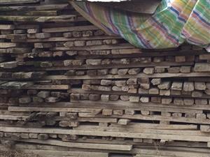 出售工地建筑材料一批:木方6000多匹、模板500多张。联系电话:13887037198