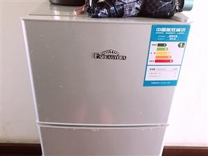 由于搬新家 一些留下来的家电低价出售 小冰箱300 吸尘器100 小型烤箱ACA 80元(两个人使用...