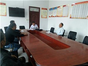 市政协苏主席到我村看望驻村第一书记。