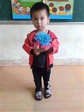 这位小朋友,姓名王金名,男,今年3岁左右,只能听懂普通话(外来务工人员)今天中午12左右在信丰县小江