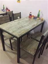 转让九成新快餐桌椅,一套一桌四凳100元,一共六套,不零卖,电话13237071233