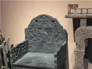 传几张在民俗馆拍的照片。从八仙桌太师椅这些中国古代家�h上,我看到了我们重形式轻实用的美学思想。别说平