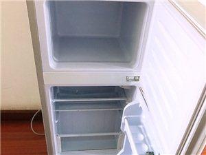 冰箱98升的 不算大 两个人使用就可以的 买回来没怎么使用过 就放护肤品 放点饮料冰冻 先300出 ...