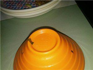 嘉峪关九月娇自助火锅的料碗没有洗干净,我找了他们的工作人员,你不会换一个吗,不承认错误,更没有解决问