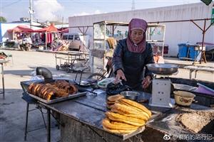 一帮网络达人来到张家川拍尽所有美食小吃,集市上的人们好纯朴