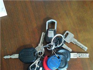 本人13:30左右,在公刘小学南门口捡到一串钥匙,望失主与本人联系,电话:13571021766