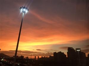 台风登陆前的晚霞总是那么迷人