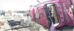 中新生态城发生一起两车相撞事故,导致6人死亡、2人重伤、4人轻伤