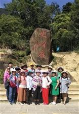 游览海南乐东尖峰岭的精�掠影2018年11月2日海南省琼海市嘉积镇先锋健身队的姐妹