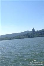【过西湖不观】西湖频过人不观,旧事常引话当年。雷锋塔下白蛇恨,空留传说与许仙。