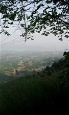 站在这个最高点,可以看到天边的长江,和合江,榕山。这里的看到的风景不错哦,