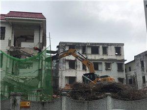 翠微村使用重型机械开拆部分房屋,周围的居民楼都在震动,怎么办