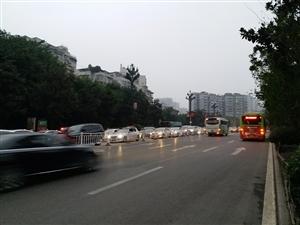 横穿公里,交通安全无小事!