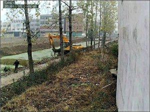 环保局电话01012369055812369清理河水污染垃圾不拉走放在水泥路东边