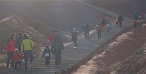 周末户外自驾越野?徒步从魔山穿越仙镜昌马越运动越健康,越快乐。很多人天气一冷都穿的厚厚的呆在