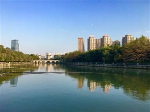蓉城美景兰天白云,绿水青山,枫叶翠竹,美不胜收