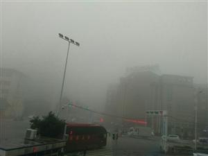 今天早上雾大出行注意安全