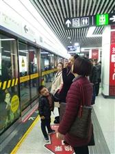 等二号线地铁的人真多啊!