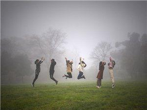 快乐在晨雾中