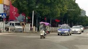 凤城拆除摩托雨伞,商家喜获无限商机。