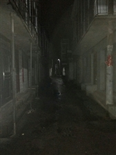 《灯光下的老街》