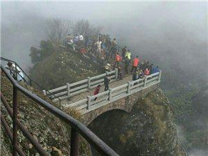 """【江山旅游】金光一现的石门里,藏着什么?江郎山""""一线天""""背后的门道"""