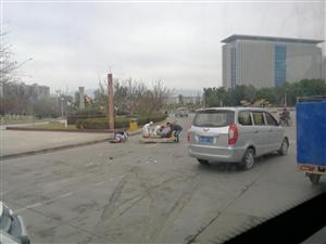 今早大转盘处又又又一起车祸,大家注意安全啊!