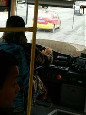 最��害的睢�h公交�司�C,不�你做你就不能坐!