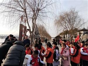 滨城区玉龙湖小学,在周恩来纪念园,参加纪念活动。