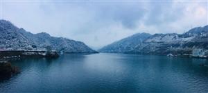 彭水下雪的乌江画廊真美