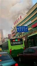 汇博广场这好像着火了呢,冒烟咕咚的