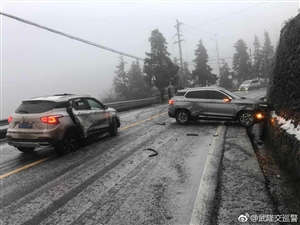 仙女山景区路段积雪请上山赏雪的游客请做好车胎防滑准备,提前规划好出行路线,减速慢行,注意行车安全安全