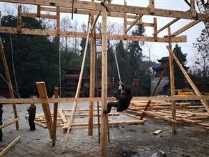 铜仁市首座玻璃大桥即将在中国苗王城揭开神秘面纱!