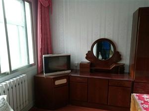 出租中医医院附近四楼精装修供暖两室一厅一个月800