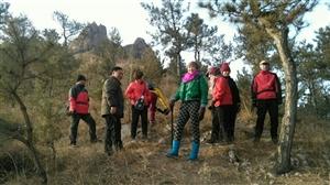登东山,轻松穿越小牛背。半山腰,攀岩勇探老虎洞。