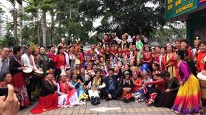全国麦西莱甫舞蹈公开赛中,获取个人舞和双人舞冠军的杨子老师赴琼海联谊―现场直播