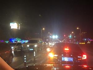 路口的灯还是会变颜色的,越来越有年味了,大滨州越来越好了