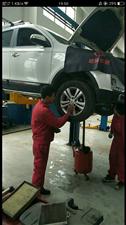 本人15年从四川万通汽修学校毕业,就在成都一家汽修厂实习,17年就开始了二帮手职位至今,今年家里有事