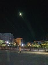 腊月十九晚上的月亮