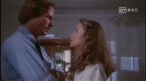 今夜电影《体热》。起初以为是情爱片,看着看着才知是悬疑片。讲一个色令智昏的律师被一个聪明绝顶的女人当
