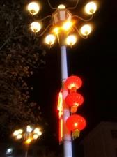 八声?#25163;?叹春――张明军叹东风万里喜临门,?#20808;?#22812;氤氲。看大街小巷,红?#28201;?#36208;,紫吐黄吞。更见宫