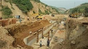 2015年6月干的工程,到现在还么给工人付工资。请问拖欠农民工工资,谁管,电话18740546458