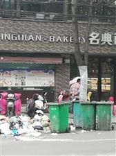 邮政局南边路边垃圾堆成山
